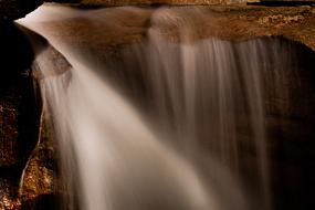 Petite cascade dans les rochers érodés - The Basin, White-Mountains National Forest, New-Hampshire, USA