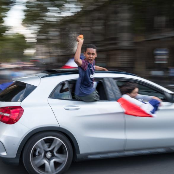 Explosion de joie, juste après la victoire.  La France championne du monde de Football - Paris Juillet 2018