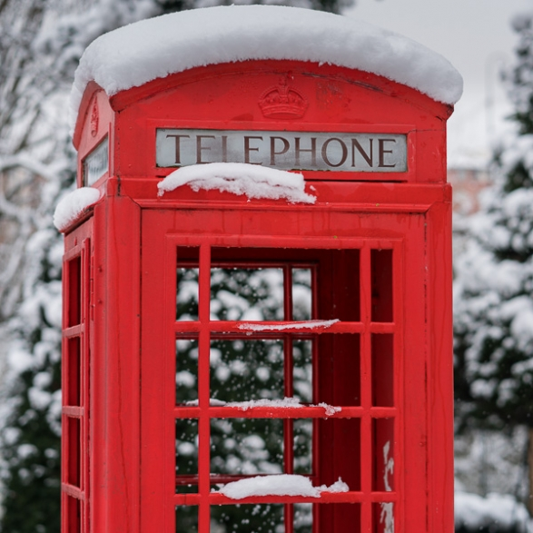Cabine téléphonique anglaise sous la neige à Joinville Le Pont