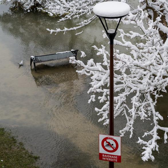 Baignade interdite sur l'île Fanac inondée à Joinville Le Pont, février 2018