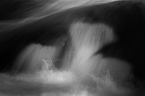Detail de la cascade de Upper Amoonoosuc Falls, White Mountains National Forest - New-Hampshire, USA - Noir et Blanc