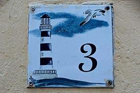 Plaque de rue, numéro 3