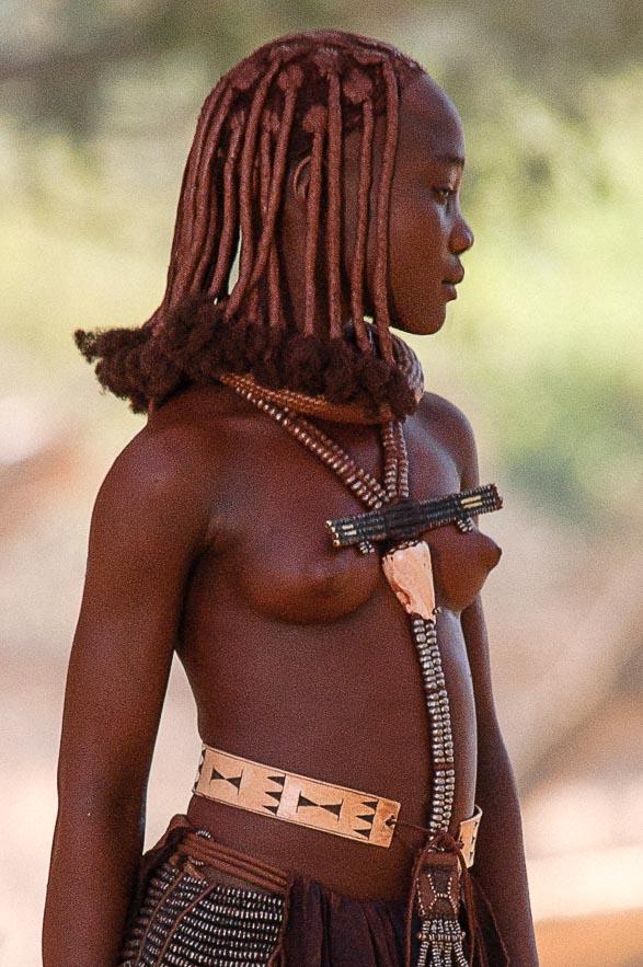 Jeune fille Himba, près d'Epupa, Namibie 2004