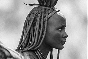 Femme Himba et âne, près d'Epupa, Namibie 2004