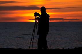 Photographe au coucher de soleil à Latrabjarg, Islande