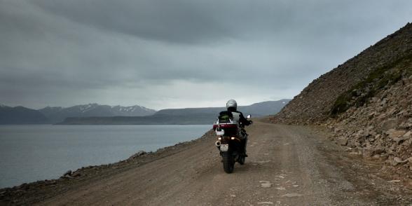Charly et sa moto sur la route 63, Islande
