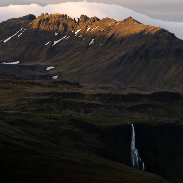 Cascade sur la route 54, Péninsule de Snæfellsnes, Islande