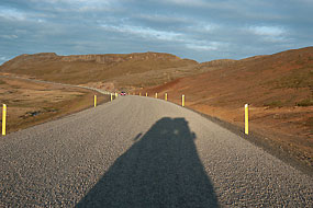 Ombre du Defender sur la route 54, Péninsule de Snæfellsnes, Islande