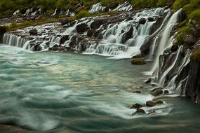 Cascade de Hraunfossar (les chutes de la lave), Islande