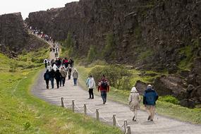 Cohortes de touriste à Thingvellir, Cercle d'or, Islande