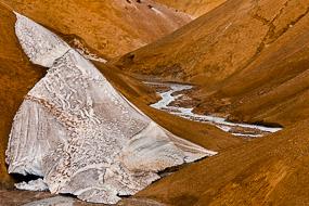Neige et rivière à Kerlingarfjoll, Islande