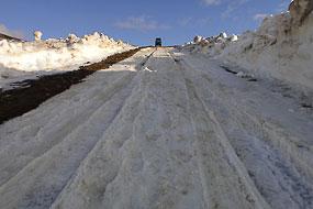 La redescente dans la neige du Defender à Kerlingarfjoll, Islande