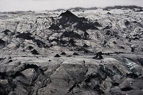 Glacier de Solheimajokull avec ses cônes recouvert des cendres de l'Eyjafjöll entré en éruption en Avril 2010, soit un an plus tôt, Islande