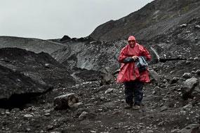 Sous la pluie près du glacier de Solheimajokull, Islande