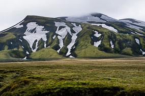 Neige sur les massifs de la réserve de Fjallabak, Islande