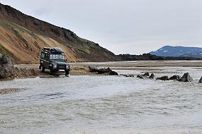 Traversée du gué du camping à Landmannalaugar