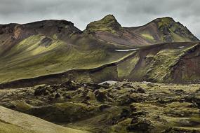 Rhyolite rouge et mousse fluorescente, Réserve de Fjallabak, Islande