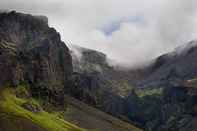Paysage de montagnes, non loin du parc de Skaftafell, Islande
