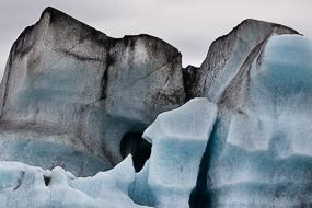Icebergs flottant à la surface du Lac de Jokulsarlon. Islande