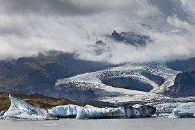 Langue glacière se deversant dans le lac Fjallsarlon, Islande