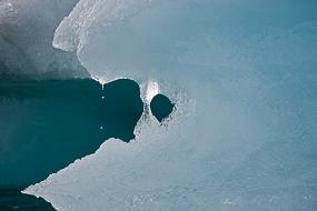 Gouttes tombant d'un Iceberg sur le lac Jokulsarlon, Islande