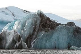 Iceberg flottant sur le lac Jokulsarlon, Islande