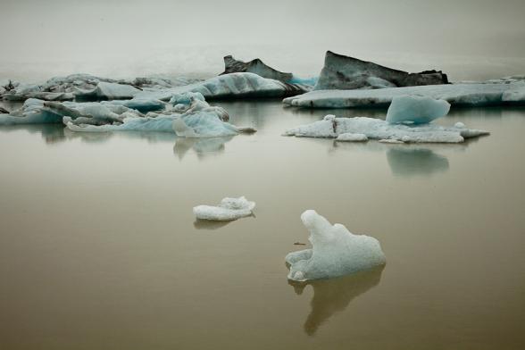 Atmosphère de brouillard sur le lac Jokulsarlon, Islande