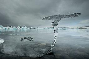 Sculpture naturelle de glace sur le lac Jokulsarlon, Islande