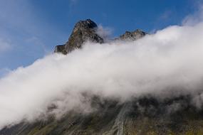 Nuages et montagne, Fjords de l'Est, Islande