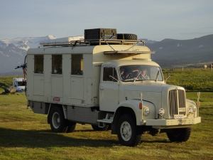 Camion militaire 4x4 suisse, camping de Borgarfjordur-Eystri, Fjords de l'Est, Islande