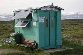 Improbable distributeur automatique de boissons sur la route 94, Fjords de l'est, Islande