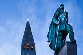 L'église luthérienne de Reykjavik et statue de Leifur Eiríksson