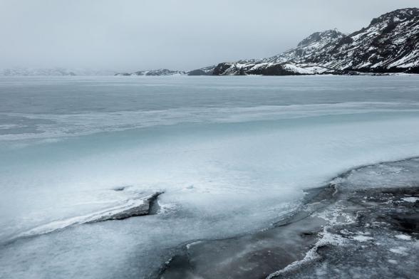 Le lac Kleifarvatn est gelé en ce mois de mars, Pénisule de Reykjanes, Islande