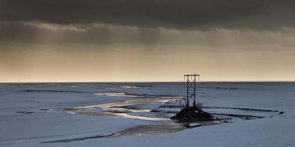 Poteau électrique dans la plaine d'alluvions glaciaires de Skeidararsandur, sud de l'Islande