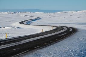 Route 365 à proximité de Laugarvatn, pneus cloutés bienvenus.