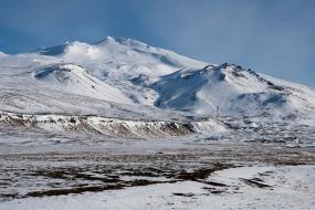 Le Snæfellsjökull haut de 1446m, recouvert de neige, versant Ouest.