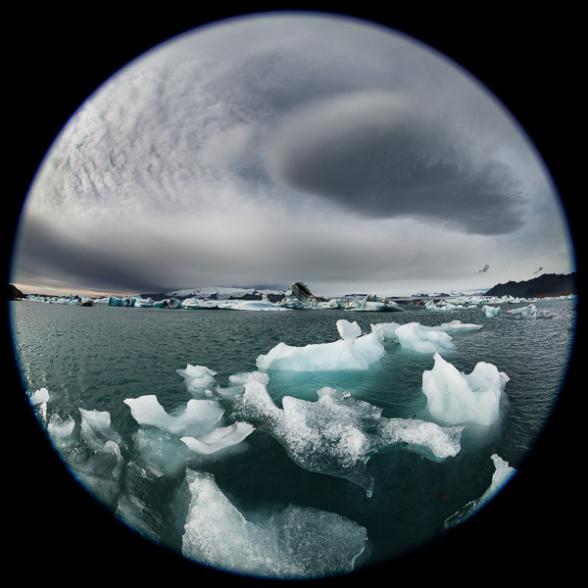 Morceaux de glace flottant sur la lagune glacière du Jokulsarlon, Islande