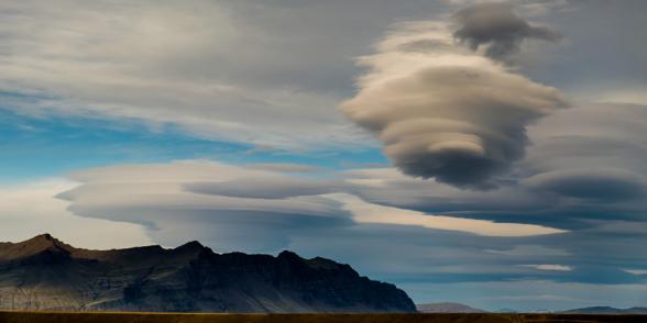 Nuages lenticulaires au dessus de la lagune glacière de Jokulsarlon, Islande