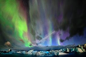 Aurore boréale au dessus de la lagune glacière du Jokulsarlon, Islande