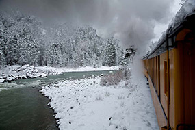 Le vieux train allant de Durango à Silverton longe l'Animas River, Colorado, USA, 2007