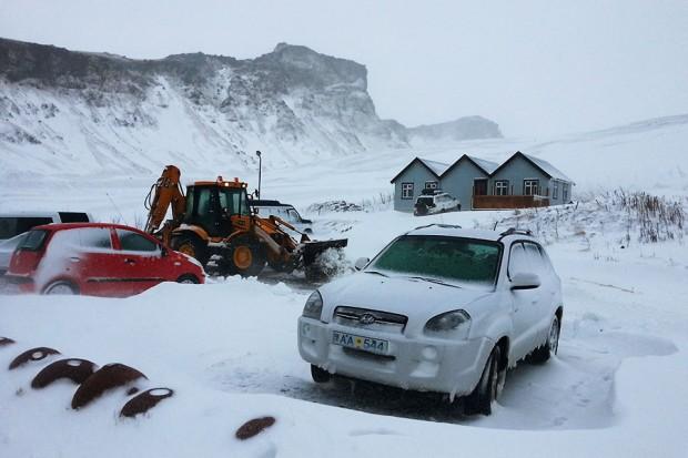 Ma voiture bloquée par la neige à Vik, Islande 2013