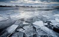 Plaques de glace sur le lac gelé de Kleifarvatn, Péninsule de Reykjanes, Islande 2013