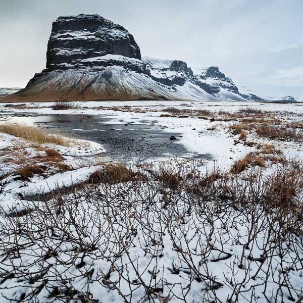 Le mont Lomagnupur, haut de 767 m. C'est un ancien promontoire sur la mer, aujourd'hui reculé dans les terres, sud de l'Islande