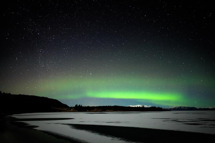 Aurore boréale au dessus du lac Pingvallavatn, Islande - CANONN 5DMKII Samyang 14mm f2.8