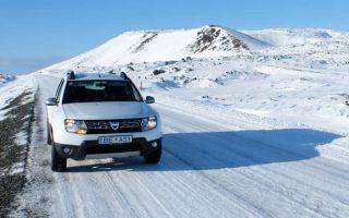 Duster de Blue Car Rental pour ce voyage en mars 2017, pneus cloutés bien utiles sur les routes enneigées ou verglassées.