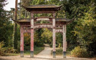 Porte chinoise en bois, datant de l'exposition coloniale.